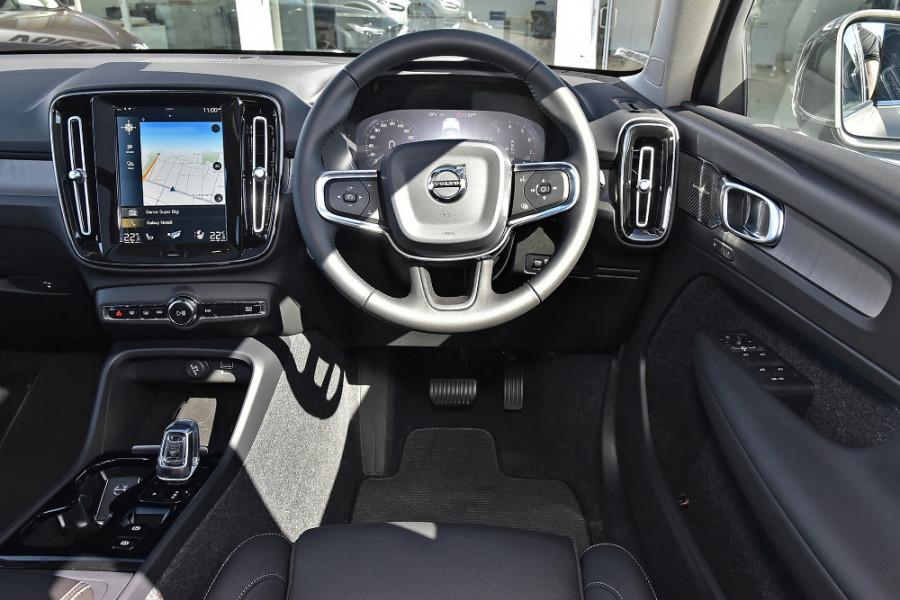 2019 Volvo XC40 XZ T4 Inscription Suv Mobile Image 3