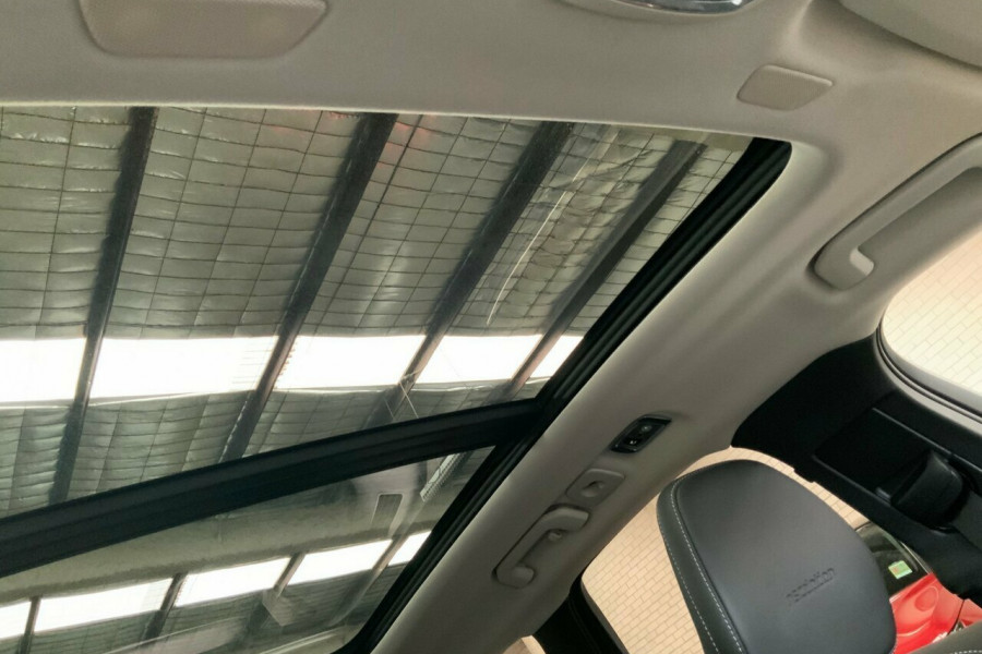 2018 MY19 Volvo XC60 246 MY19 T5 Inscription (AWD) Suv Mobile Image 18