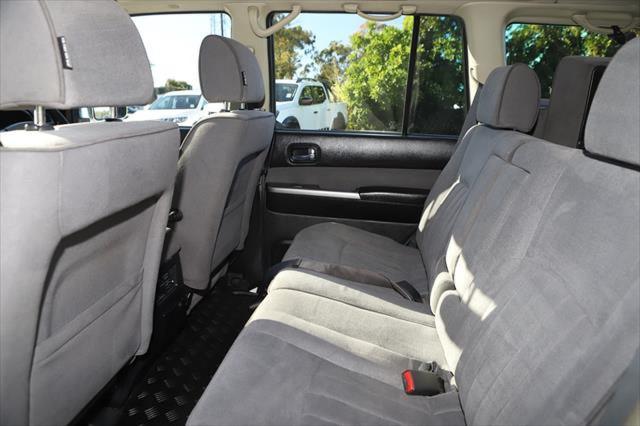 2015 Nissan Patrol Y61 ST N-TREK Suv Image 11