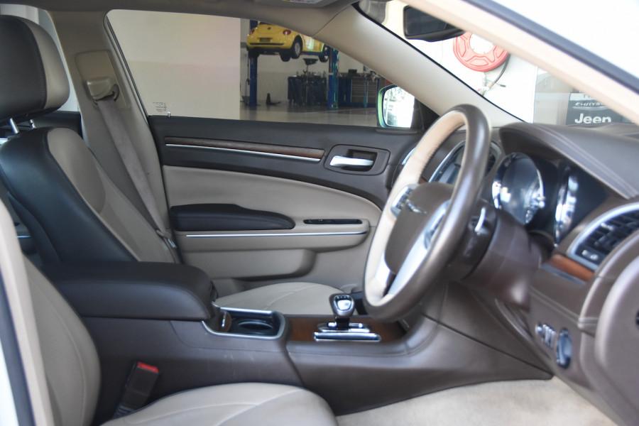 2014 Chrysler 300 LX C Sedan Image 10