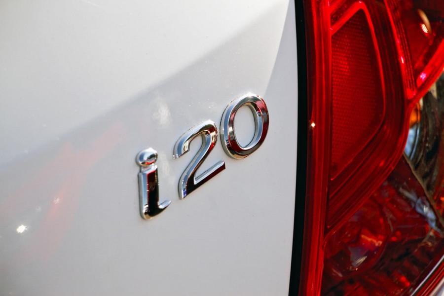 MY14 Hyundai i20 PB Image 18
