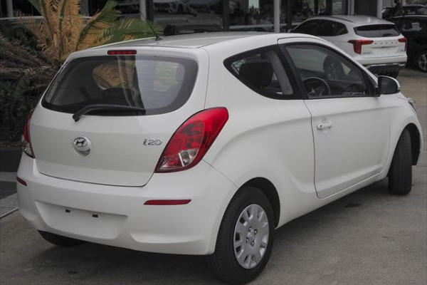 MY14 Hyundai i20 PB Image 3