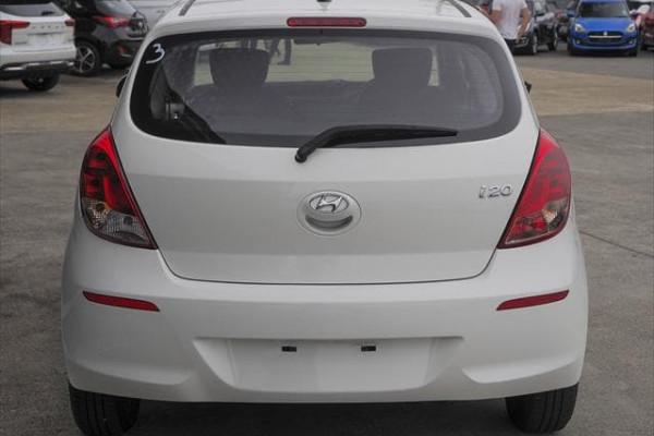MY14 Hyundai i20 PB Image 4