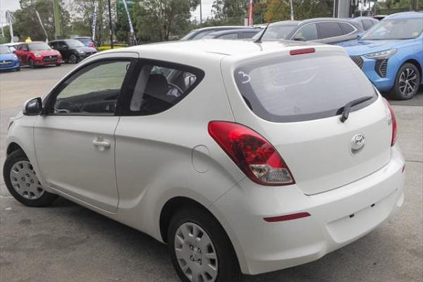 MY14 Hyundai i20 PB Image 5