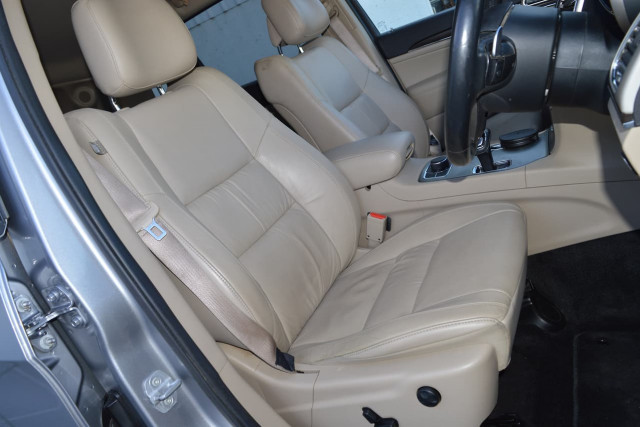 2013 Jeep Grand Cherokee Limited 18 of 27