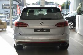 2020 Volkswagen Touareg CR 190TDI Premium Suv Image 4