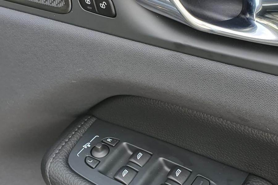 2020 Volvo XC60 UZ D4 Inscription Suv Mobile Image 7
