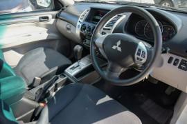 2012 Mitsubishi Challenger PB (KG) MY12 Wagon Mobile Image 8