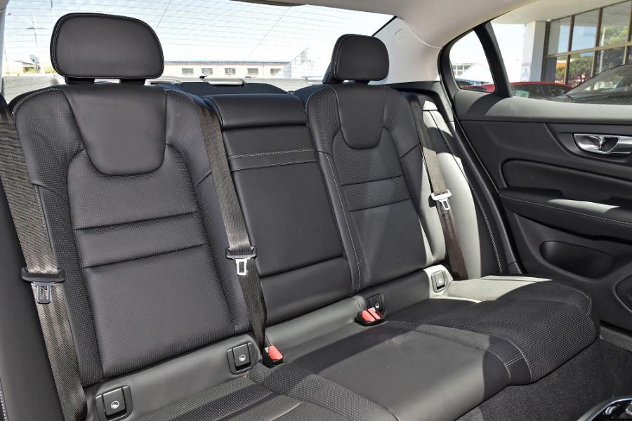 2020 Volvo S60 Z Series T5 Inscription Sedan Mobile Image 11