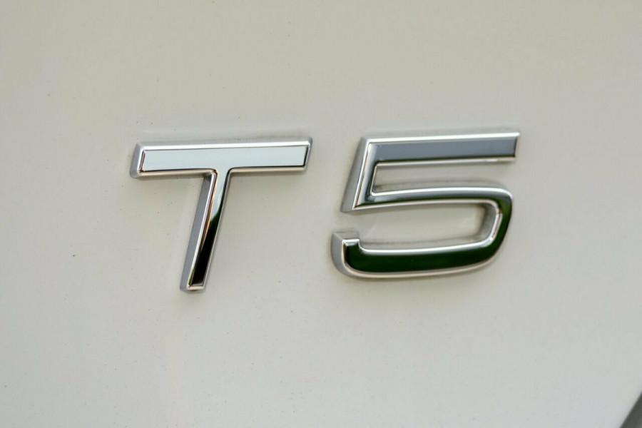 2016 Volvo V40 T5 R-DESIGN Sedan Image 20