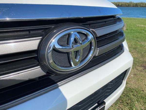 2017 Toyota HiLux GUN126R SR Dual cab