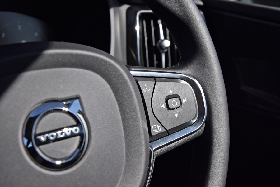 2019 Volvo XC60 UZ D4 Momentum Suv Mobile Image 22