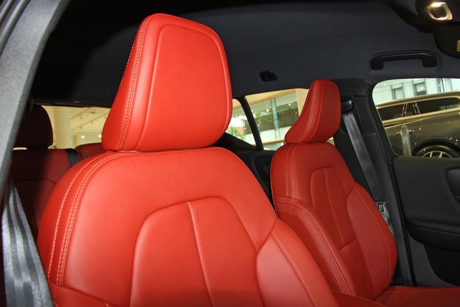 2020 Volvo XC40 XZ T4 Momentum Suv Image 5