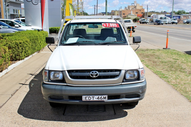 2004 Toyota HiLux RZN149R  Cab chassis - single cab Image 2