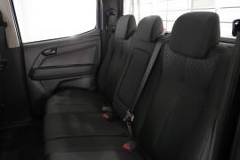 2019 Isuzu UTE D-MAX SX Crew Cab Chassis 4x4 Crew cab Image 3
