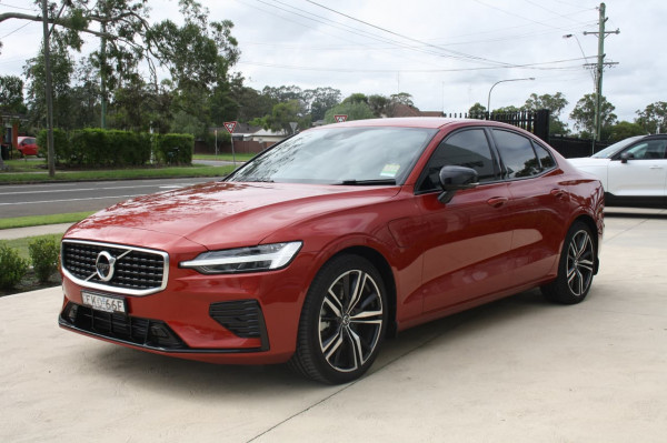 2020 Volvo S60 Z Series T8 R-Design Sedan Image 5