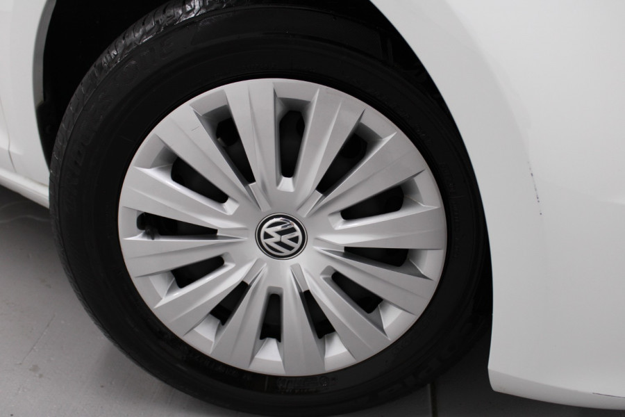 2015 Volkswagen Golf VII  90TSI Hatchback Image 11