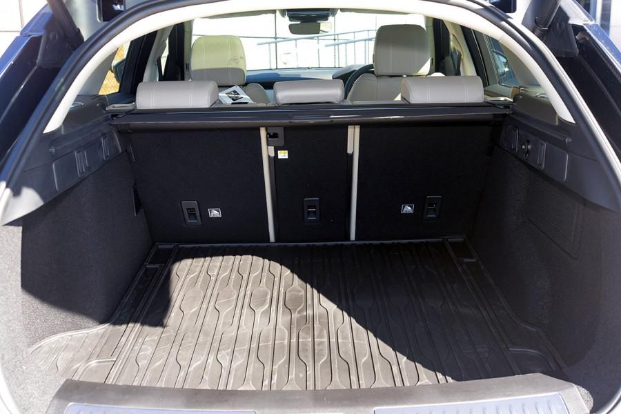 2019 MY19.5 Land Rover Range Rover Velar L560 Velar SE Suv Mobile Image 7