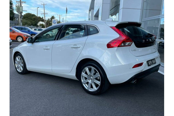 2016 MY17 Volvo V40 M Series MY17 T4 Adap Geartronic Inscription Hatchback Image 3