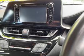 2018 Toyota C-hr NGX10R Suv Mobile Image 11