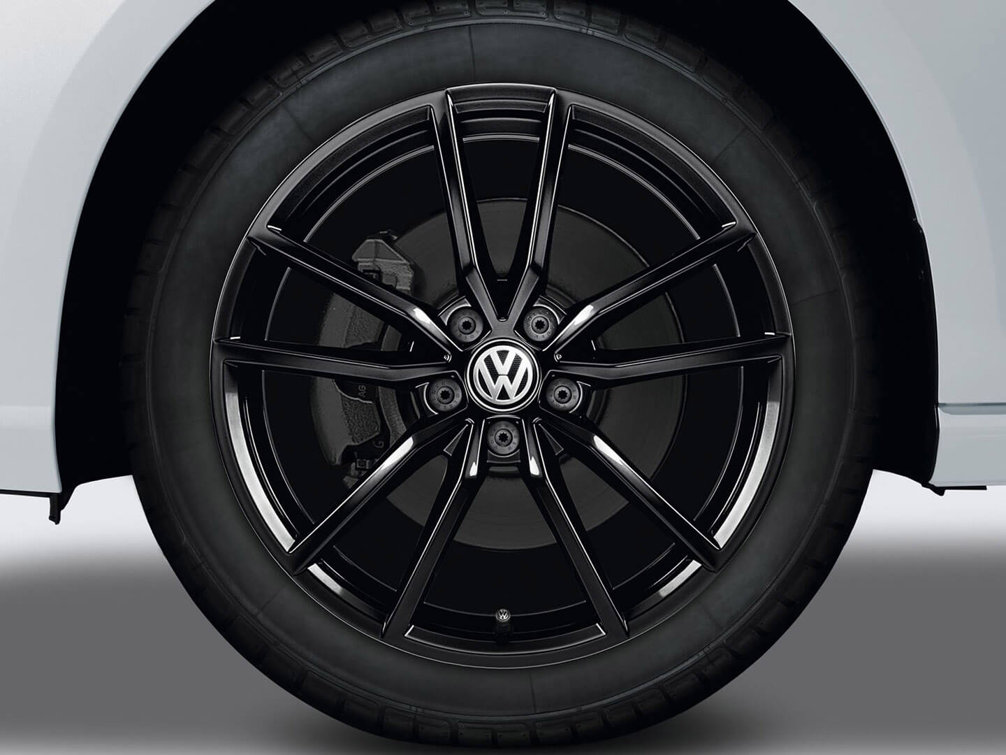 <strong>18-inch Pretoria</strong> alloy wheels Image
