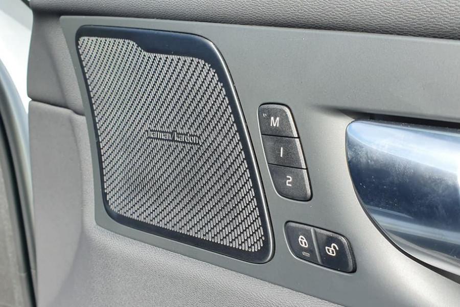 2020 Volvo XC60 UZ D4 Momentum Suv Mobile Image 3