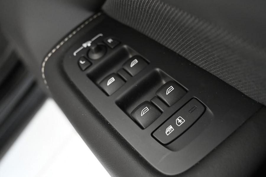 2019 MY20 Volvo XC60 UZ T6 R-Design Suv Image 14