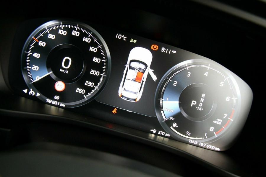 2018 Volvo XC40 Momentum Wagon