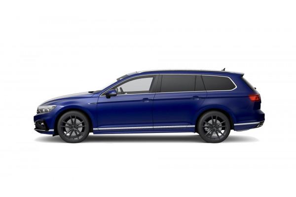 2021 Volkswagen Passat B8 206TSI R-Line Wagon Image 2