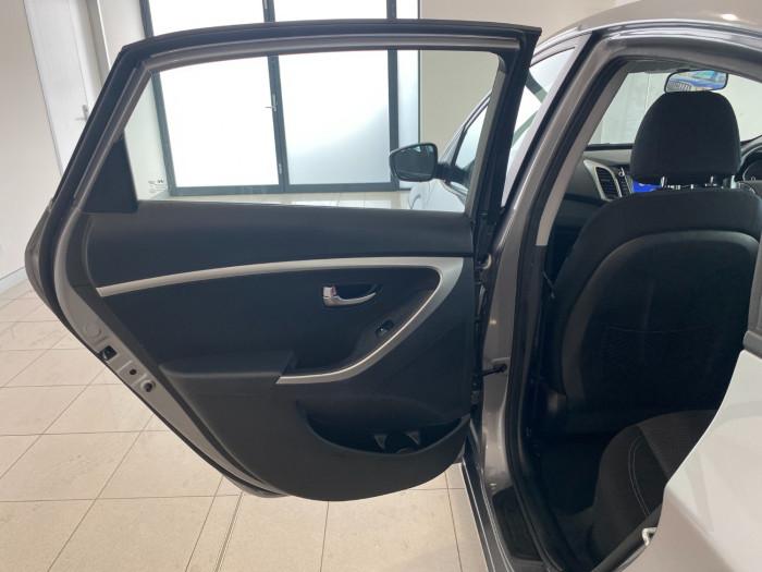 2014 Hyundai I30 GD2 Active Hatchback Image 12