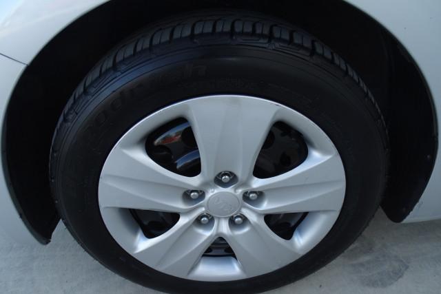 2014 Kia Cerato Hatch S 4 of 25