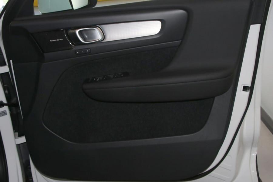 2020 Volvo Xc40 (No Series) MY20 T4 Momentum Suv Image 19