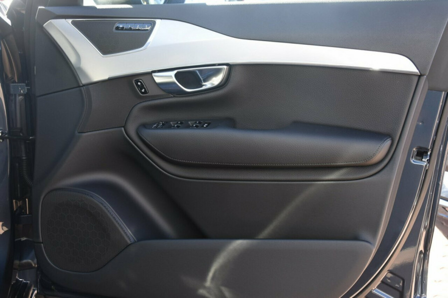 2018 MY19 Volvo XC90 L Series T6 Momentum Suv Mobile Image 5