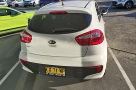 2015 Kia Rio UB  S Hatchback Mobile Image 4