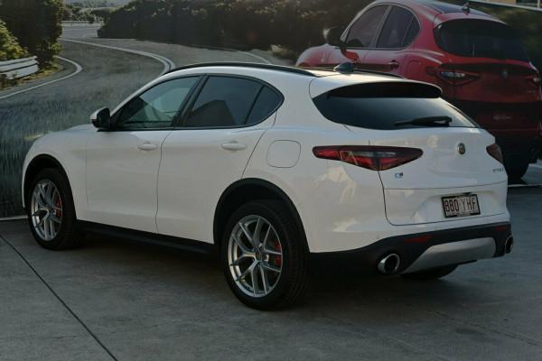 2018 Alfa Romeo Stelvio Ti Suv Image 4