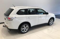 2014 Mitsubishi Outlander ZJ ES Awd wagon Image 4