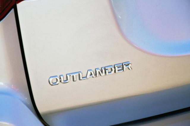 2020 Mitsubishi Outlander ZL MY20 ES Suv Image 19