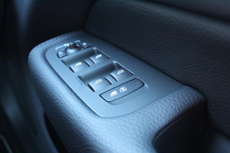 2019 MY20 Volvo XC60 UZ D5 R-Design Suv Mobile Image 14